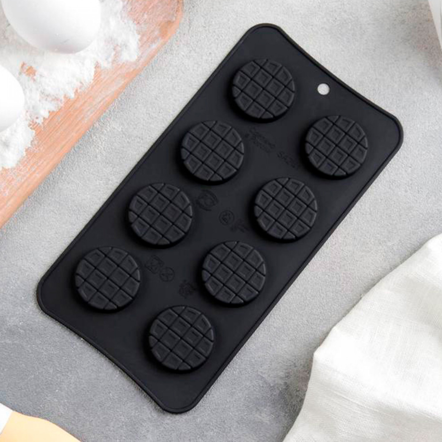 Форма для шоколада «Круглые шоколадки», 20×10,5 см, 8 ячеек (d=3,3 см)